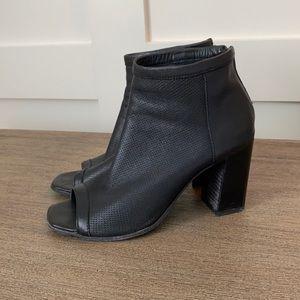 Mimosa open toe Sandals / Shoe bootie